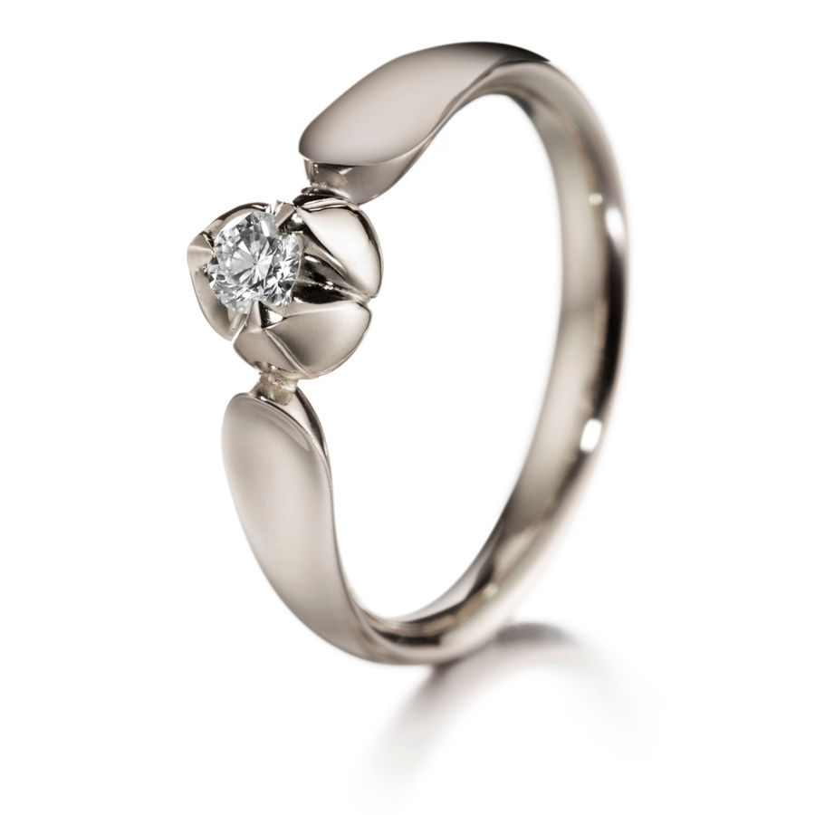 Lumoava Sweet heart diamond ring