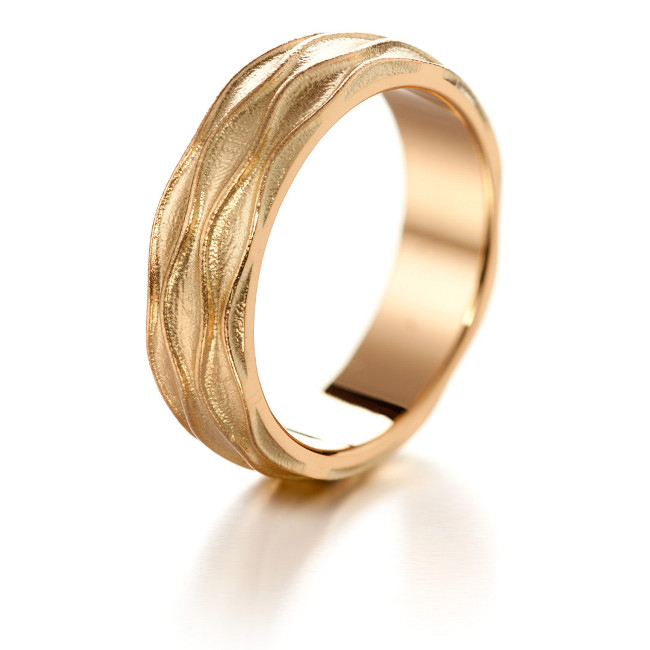 Lumoava Bliss gold ring